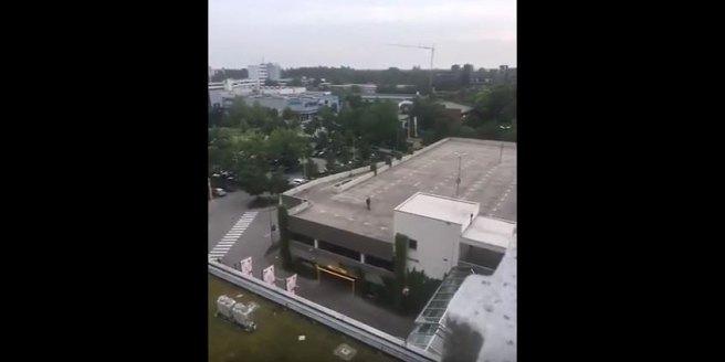 attentaeter-auf-dem-dach