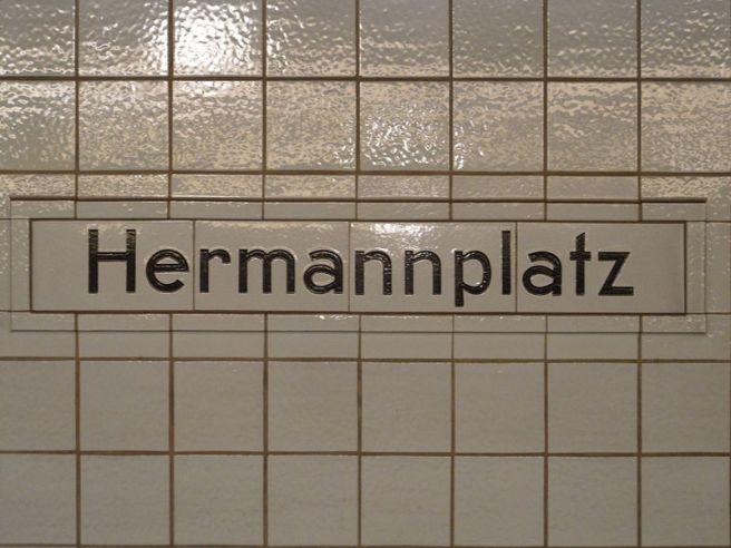 800px-Berlin_-_U-Bahnhof_Hermannplatz_-_Linien_U7_und_U8_(6335825554)